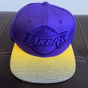 NWT Mitchell &Ness Los Angeles Lakers Snapback Hat